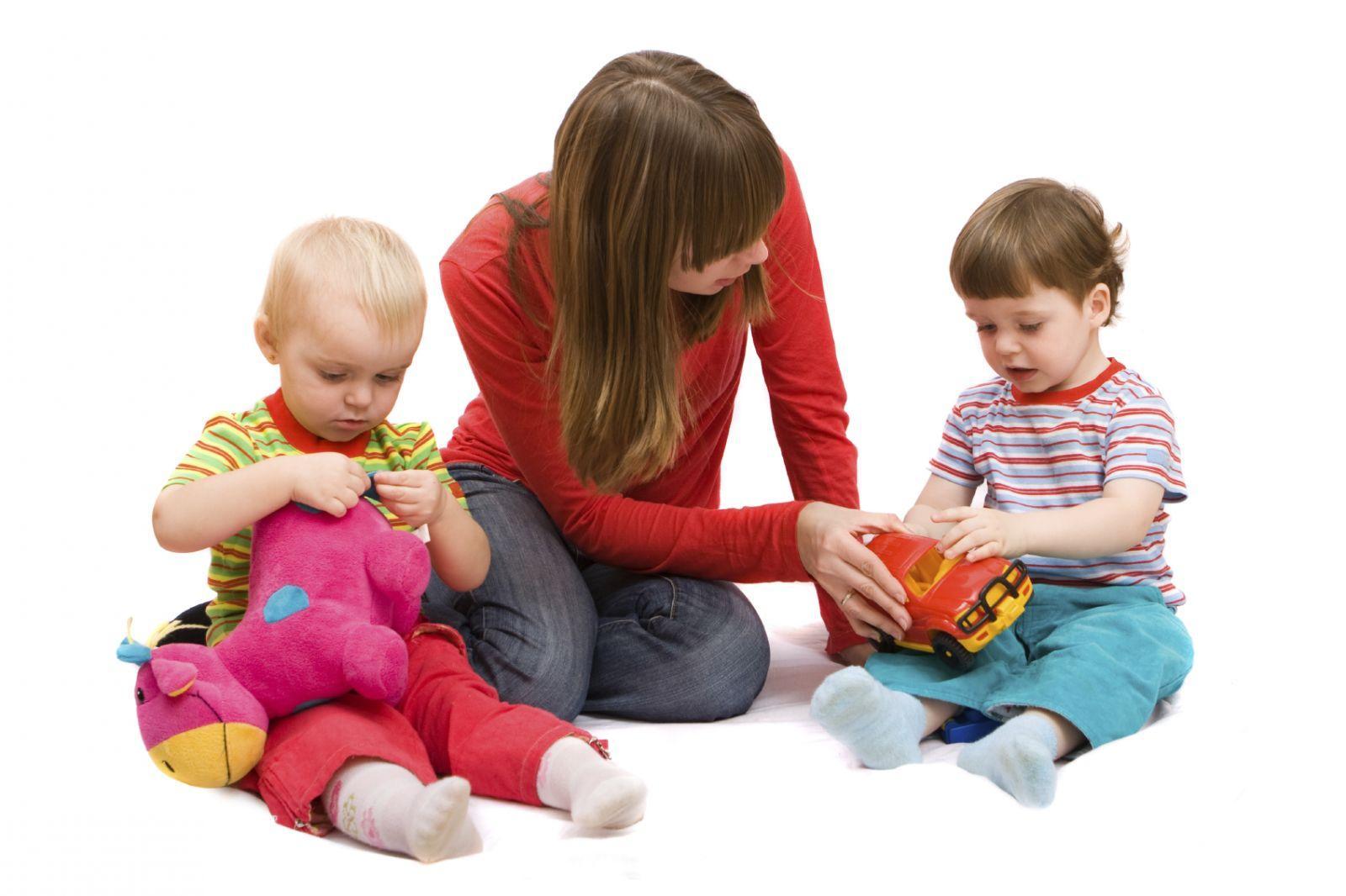 مراقبت و نگهداری کودک در منزل