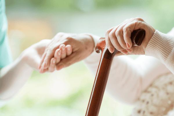 نگهداری و مراقبت از افراد سالخورده
