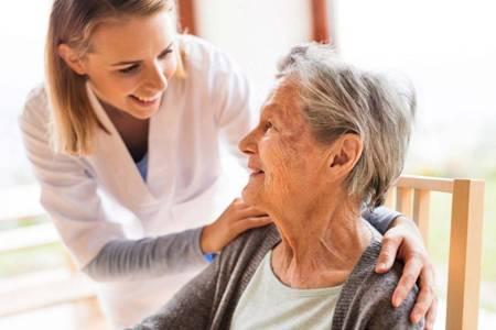 ویژگی های پرستار سالمند